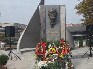 Паметник Захари Стоянов